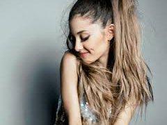 Ariana Grande ngôi sao nghiện điện thoại