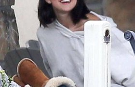 Selena Gomez chuẩn bị viết sách nói xấu Taylor?