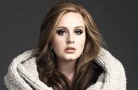 Adele nhảy tán loạn khi dơi bay vào sân khấu