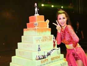 FC mừng sinh nhật Đông Nhi