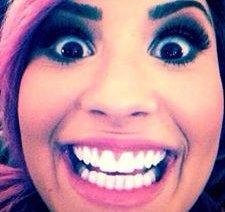 Demi Lovato - Thẳng thắn hay vô duyên?